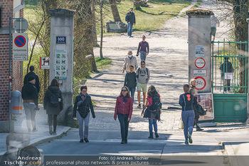 Corona Feature - Wien, NÖ - So 05.04.2020 - Großer Andrang Spaziergänger Jogger Läufer Coronavirus Ausgan18