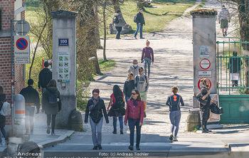 Corona Feature - Wien, NÖ - So 05.04.2020 - Großer Andrang Spaziergänger Jogger Läufer Coronavirus Ausgan19
