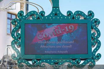 Corona Feature - Wien, NÖ - So 05.04.2020 - Anzeigetafel im Wiener Wurstelprater geschlossen wegen Coronavir34