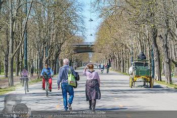 Corona Feature - Wien, NÖ - So 05.04.2020 - Großer Andrang Spaziergänger Jogger Läufer Radfahrer Coronavi37