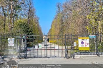 Corona Feature - Wien, NÖ - So 05.04.2020 - Schlosspark Schönbrunn geschlossen gesperrten Bundesgarten Bund48