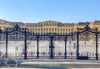 Corona Feature - Wien, NÖ - So 05.04.2020 - Schlosspark Schönbrunn geschlossen gesperrten Bundesgarten Bund57