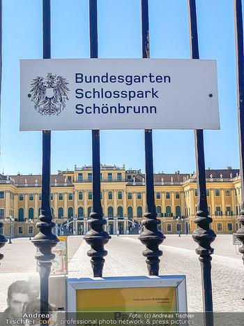 Corona Feature - Wien, NÖ - So 05.04.2020 - Schlosspark Schönbrunn geschlossen gesperrten Bundesgarten Bund59