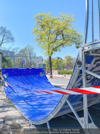 Corona Feature - Wien, NÖ - So 05.04.2020 - abgesperrte HalfPipe Spielplatz im Stadtpark wegen Coronavirus C65