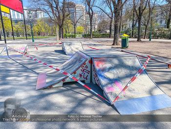 Corona Feature - Wien, NÖ - So 05.04.2020 - abgesperrte HalfPipe Spielplatz im Stadtpark wegen Coronavirus C66