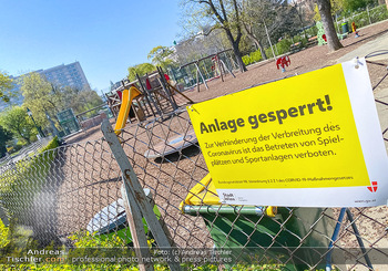 Corona Feature - Wien, NÖ - So 05.04.2020 - abgesperrter Kinderspielplatz im Stadtpark wegen Coronavirus Cov68