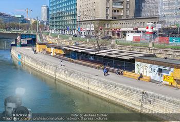 Corona Feature - Wien, NÖ - So 05.04.2020 - Leere geschlossene Lokale Geschäfte Wien am Donaukanal menschen86