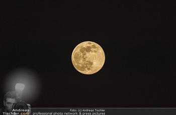 Supermond - Mond - Di 07.04.2020 - leuchtender Vollmond, Supermond über Österreich, Astronomie, T1