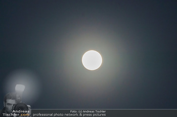 Supermond - Mond - Di 07.04.2020 - leuchtender Vollmond, Supermond über Österreich, Astronomie, T2