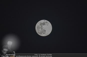 Supermond - Mond - Di 07.04.2020 - leuchtender Vollmond, Supermond über Österreich, Astronomie, T3