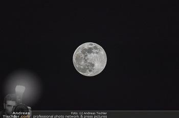 Supermond - Mond - Di 07.04.2020 - leuchtender Vollmond, Supermond über Österreich, Astronomie, T4