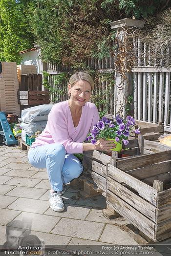 Promis während Corona - Wien - Mi 15.04.2020 - Kristina SPRENGER im Blumenfachgeschäft Gärtnerei Chwala Bad V32