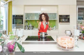 Christina Lugner HomeStory - Privatvilla, Klosterneuburg - Mo 27.04.2020 - Christina LUGNER in ihrer Villa in Klosterneuburg in der Küche17