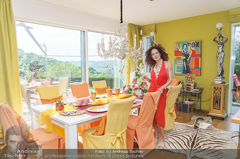 Christina Lugner HomeStory - Privatvilla, Klosterneuburg - Mo 27.04.2020 - Christina LUGNER in ihrer Villa in Klosterneuburg im Speisezimme26