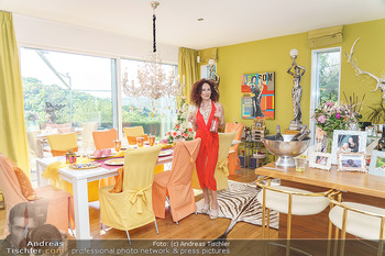 Christina Lugner HomeStory - Privatvilla, Klosterneuburg - Mo 27.04.2020 - Christina LUGNER in ihrer Villa in Klosterneuburg im Speisezimme28