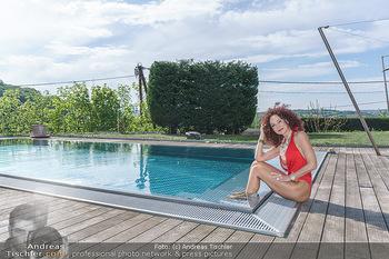Christina Lugner HomeStory - Privatvilla, Klosterneuburg - Mo 27.04.2020 - Christina LUGNER in ihrer Villa in Klosterneuburg im Badeanzug a65