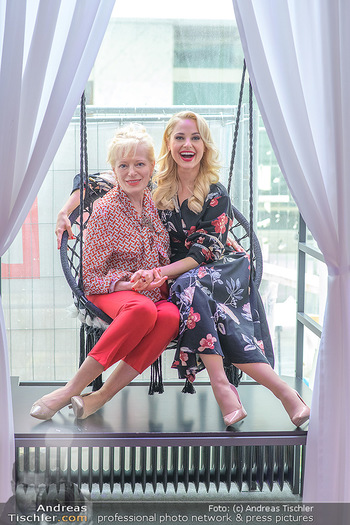 Muttertag mit Silvia Schneider - Cambio Beautycenter, Wien - So 10.05.2020 - Silvia SCHNEIDER mit Mutter Martha SCHNEIDER2