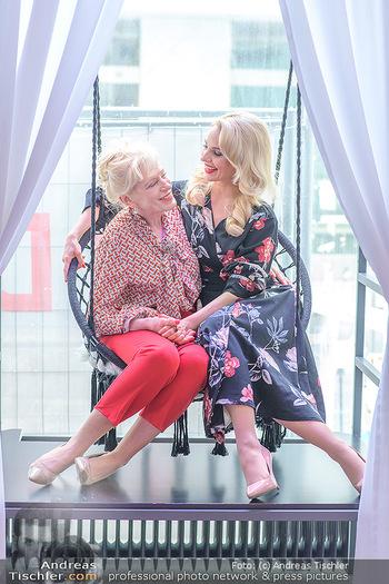 Muttertag mit Silvia Schneider - Cambio Beautycenter, Wien - So 10.05.2020 - Silvia SCHNEIDER mit Mutter Martha SCHNEIDER3