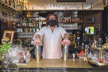 Fadi Merza bei Roberto´s - Robert´s American Bar - Sa 16.05.2020 - Roberto PAVLOVICA-HARIWIJADI mit Schutzmaske4
