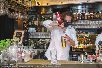 Fadi Merza bei Roberto´s - Robert´s American Bar - Sa 16.05.2020 - Roberto PAVLOVICA-HARIWIJADI mit Schutzmaske5