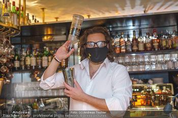 Fadi Merza bei Roberto´s - Robert´s American Bar - Sa 16.05.2020 - Roberto PAVLOVICA-HARIWIJADI mit Schutzmaske6