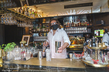 Fadi Merza bei Roberto´s - Robert´s American Bar - Sa 16.05.2020 - Roberto PAVLOVICA-HARIWIJADI mit Schutzmaske7