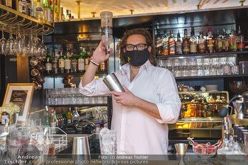 Fadi Merza bei Roberto´s - Robert´s American Bar - Sa 16.05.2020 - Roberto PAVLOVICA-HARIWIJADI mit Schutzmaske8