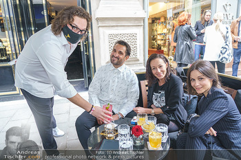 Fadi Merza bei Roberto´s - Robert´s American Bar - Sa 16.05.2020 - Roberto PAVLOVICA-HARIWIJADI mit Schutzmaske, Fadi und Ines MERZ11
