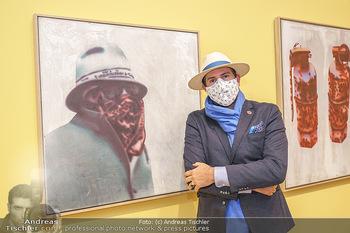 Inoffizielle Eröffnung - Albertina Modern, Wien - Mi 27.05.2020 - Clemens UNTERREINER vor einem Robert-Lettner-Kunstwerk mit Maske2