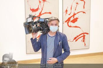 Inoffizielle Eröffnung - Albertina Modern, Wien - Mi 27.05.2020 - ORF Mitarbeiter Kameramann mit Corona Schutzmaske33