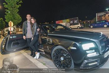 Marko Arnautovic Dreharbeiten - Wien - Mi 27.05.2020 - Marko ARNAUTOVIC vor seinem eigenen Bentley Mansory mit Sabrina 9