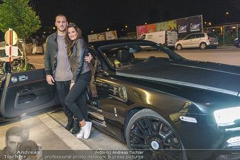 Marko Arnautovic Dreharbeiten - Wien - Mi 27.05.2020 - Marko ARNAUTOVIC vor seinem eigenen Bentley Mansory mit Sabrina 10