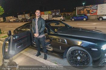 Marko Arnautovic Dreharbeiten - Wien - Mi 27.05.2020 - Marko ARNAUTOVIC vor seinem eigenen Bentley Mansory11