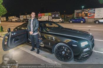 Marko Arnautovic Dreharbeiten - Wien - Mi 27.05.2020 - Marko ARNAUTOVIC vor seinem eigenen Bentley Mansory12