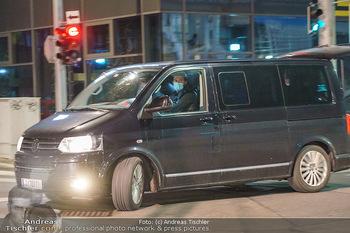 Marko Arnautovic Dreharbeiten - Wien - Mi 27.05.2020 - Patrick KUNST sitzt am Steuer des Kamerawagens14