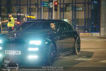 Marko Arnautovic Dreharbeiten - Wien - Mi 27.05.2020 - Bentley Mansory von Marko Arnautovic von außen23
