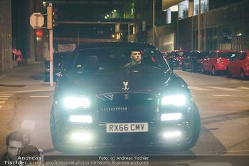 Marko Arnautovic Dreharbeiten - Wien - Mi 27.05.2020 - Bentley Mansory von Marko Arnautovic von außen25