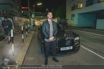 Marko Arnautovic Dreharbeiten - Wien - Mi 27.05.2020 - Marko ARNAUTOVIC vor seinem eigenen Bentley Mansory36