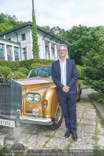 Dinner Empfang im kleinen Rahmen - Fuchs Villa, Wien - Fr 29.05.2020 - Tillmann FUCHS mit Rolls Royce vor der FuchsVilla17