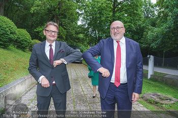 Dinner Empfang im kleinen Rahmen - Fuchs Villa, Wien - Fr 29.05.2020 - Gerald GERSTBAUER, Andreas MATTHÄ bei Corona-konformer Begrüß33