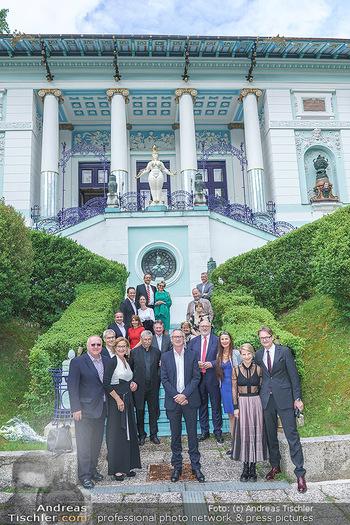 Dinner Empfang im kleinen Rahmen - Fuchs Villa, Wien - Fr 29.05.2020 - Corona-konformes Gruppenfoto mit Abstand vor der Fuchs-Villa38