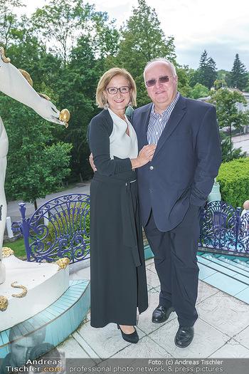 Dinner Empfang im kleinen Rahmen - Fuchs Villa, Wien - Fr 29.05.2020 - Johanna MIKL-LEITNER mit Ehemann Andreas41