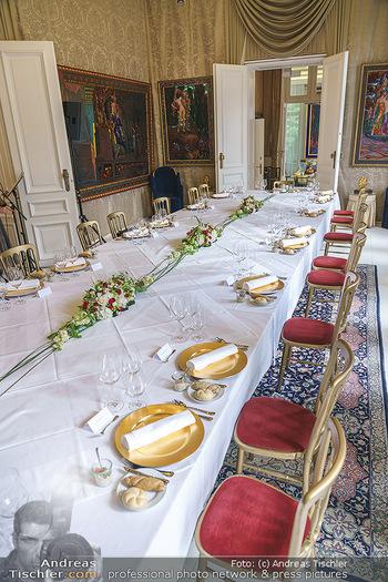 Dinner Empfang im kleinen Rahmen - Fuchs Villa, Wien - Fr 29.05.2020 - Gedeckter Tisch / Tafel mit Corona vorschriftsmäßigem Sicherhe50