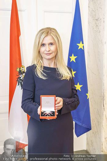 Großes Ehrenzeichen für Sonja Sarközi - BM für Digitalisierung und Wirtschaftsstandort - Mo 08.06.2020 - Sonja SARKÖZI3