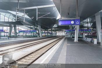 Künstler Abreise nach Seefeld - Hauptbahnhof, Wien - Do 11.06.2020 - neuer Hauptbahnhof Wien, Bahnsteig, Gleise, leer, Architektur8