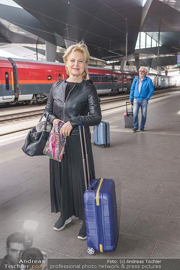 Künstler Abreise nach Seefeld - Hauptbahnhof, Wien - Do 11.06.2020 - Ildiko RAIMONDI13