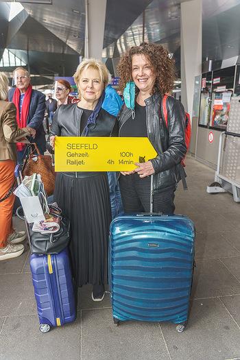 Künstler Abreise nach Seefeld - Hauptbahnhof, Wien - Do 11.06.2020 - Ildiko RAIMONDI, Angelika KIRCHSCHLAGER20