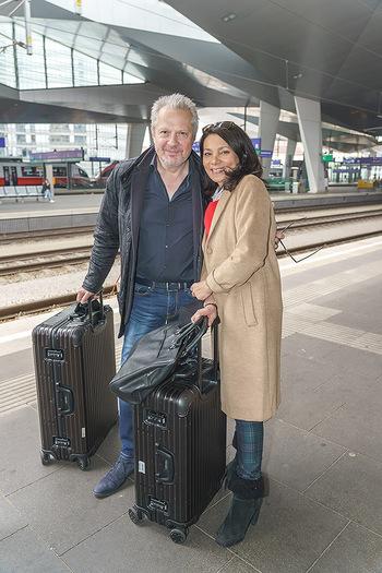 Künstler Abreise nach Seefeld - Hauptbahnhof, Wien - Do 11.06.2020 - Herbert FÖTTINGER, Sandra CERVIK25