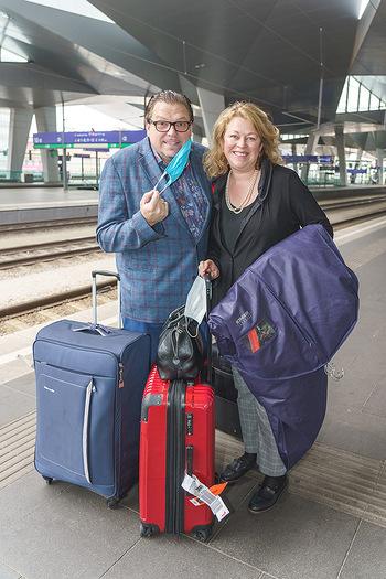 Künstler Abreise nach Seefeld - Hauptbahnhof, Wien - Do 11.06.2020 - Michael SCHADE, Dee MCKEE27