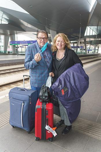 Künstler Abreise nach Seefeld - Hauptbahnhof, Wien - Do 11.06.2020 - Michael SCHADE, Dee MCKEE28